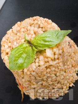 Топла салата от сурова елда, гъби печурки и сметана - снимка на рецептата
